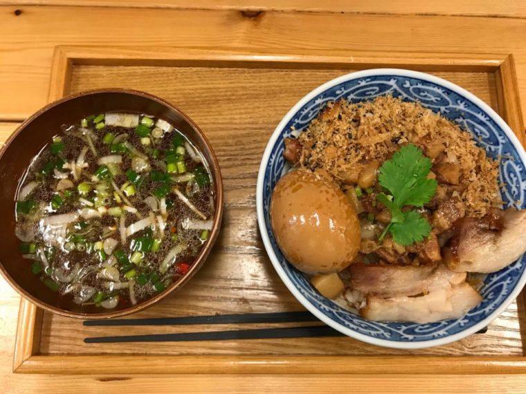 赤丸の魯肉飯